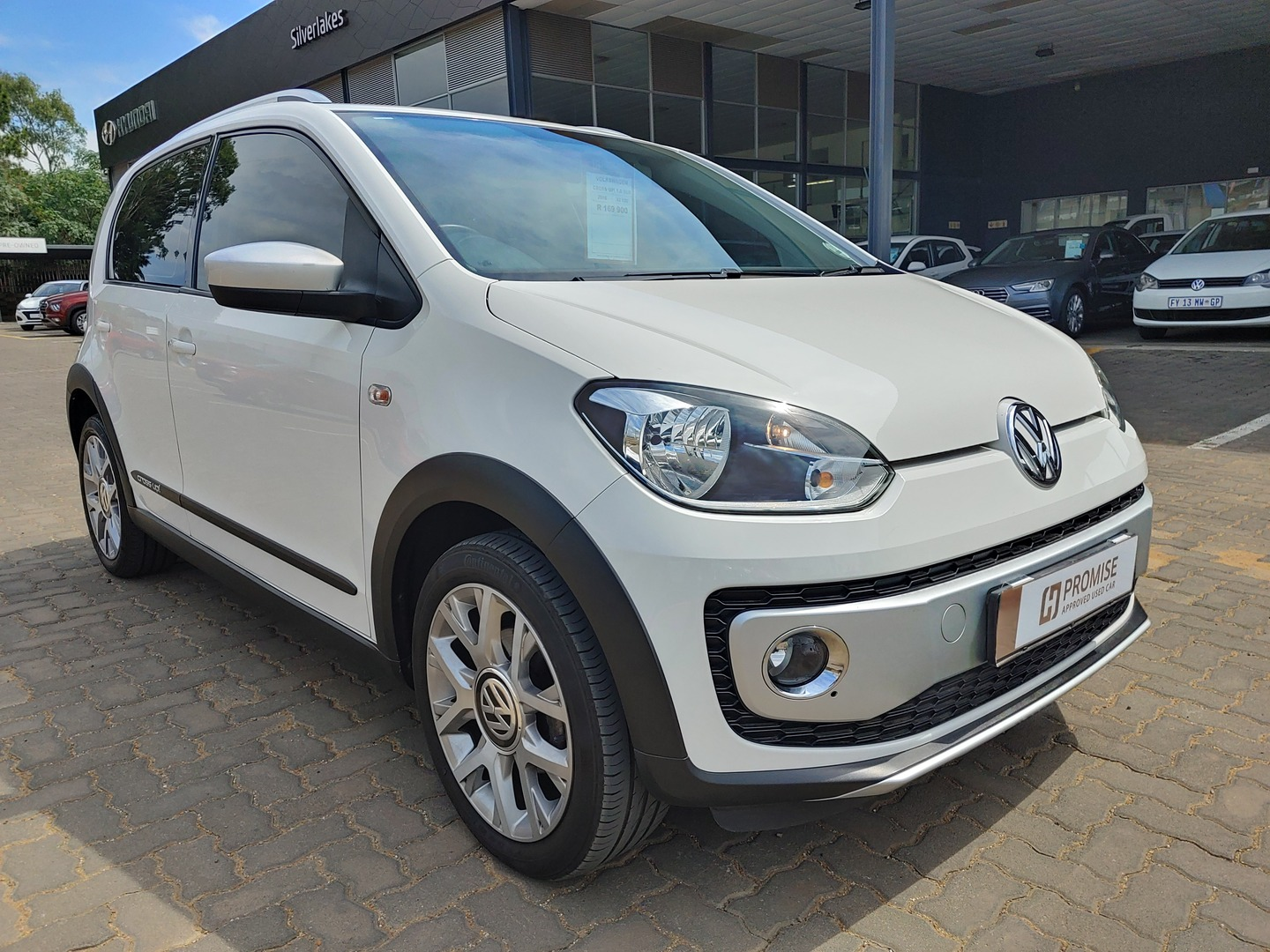 VOLKSWAGEN UP! 1.0 5DR Silver Lakes 0333905