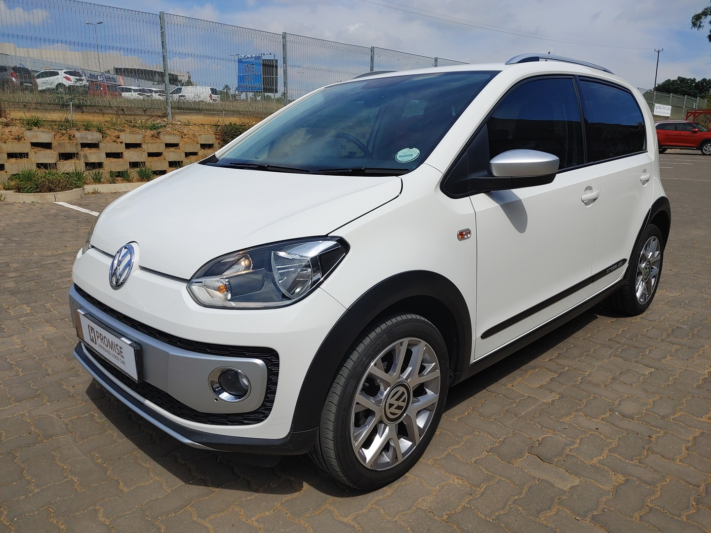 VOLKSWAGEN UP! 1.0 5DR Silver Lakes 2333905