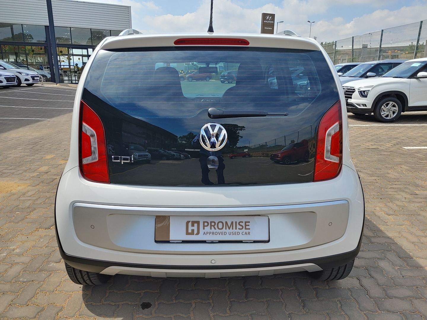 VOLKSWAGEN UP! 1.0 5DR Silver Lakes 5333905